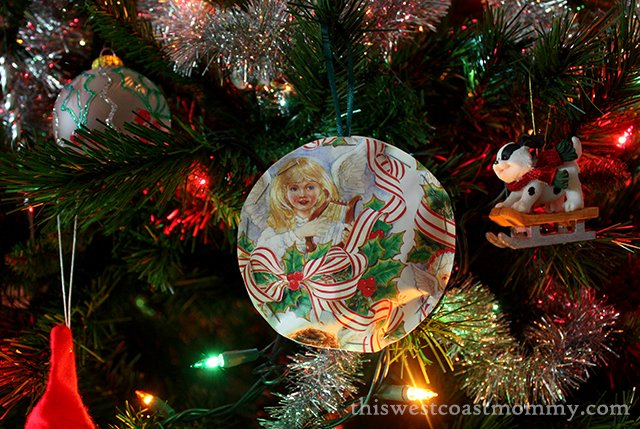 Make #upcycled #Christmas ornaments from left over wrapping paper - easy craft idea!