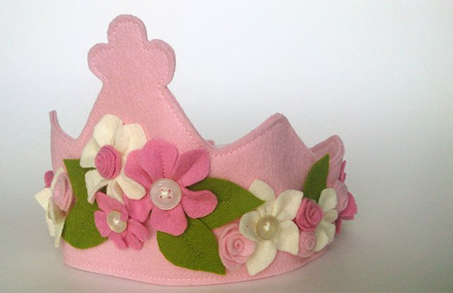 Wool felt birthday crown from Mouse & Moose.