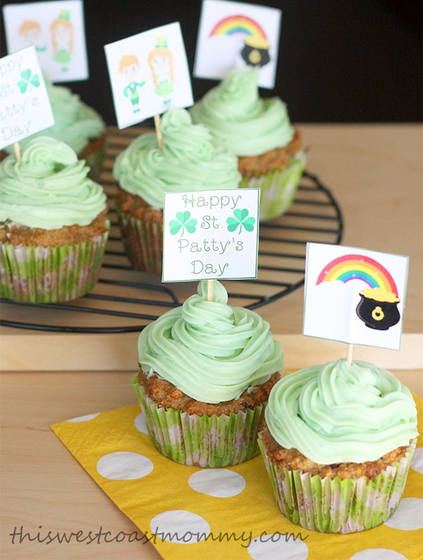 Download this FREE printable for St. Patty's Day cupcake toppers!