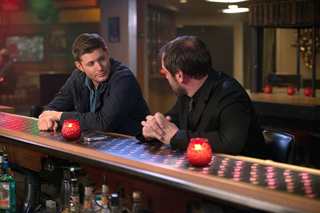 """Supernatural -- """"Reichenbach"""" -- Image SN1003a_0160 -- Pictured (L-R): Jensen Ackles as Dean and Mark Sheppard as Crowley -- Credit: Diyah Pera/The CW -- © 2014 The CW Network, LLC. All Rights Reserved"""