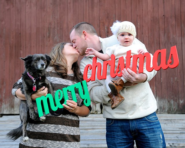 Wish all your friends and family a Merry Christmas with this wooden photo prop.