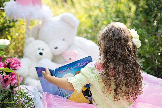 Tips for raising an enthusiastic reader: encourage storytelling